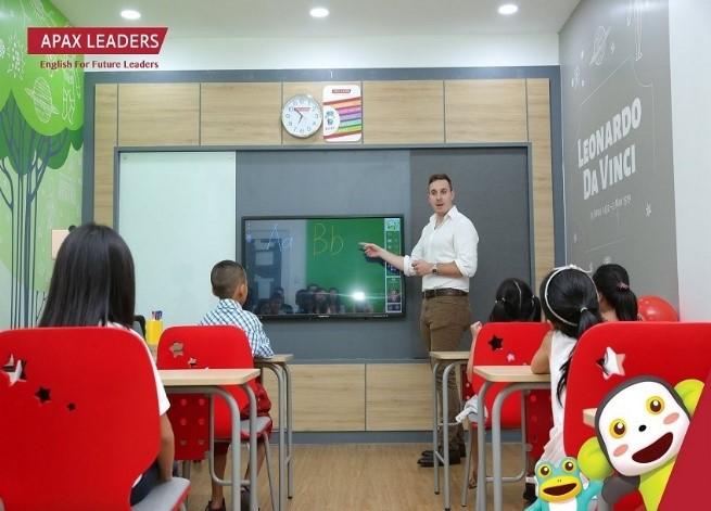 Rộn ràng không khí lễ tốt nghiệp Apax Leaders 2019 | Lao Động Online |  LAODONG.VN - Tin tức mới nhất 24h